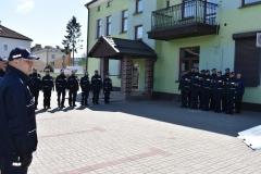 po-lewej-Komendant-Komisariatu-po-prawej-policjanci-z-KP-w-Górowie-Iławeckim