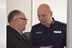 w-trakcie-zwiedzania-Wicemarszałek-województwa-i-Komendanta-Komisariatu-Policji-w-Górowie-Ił.