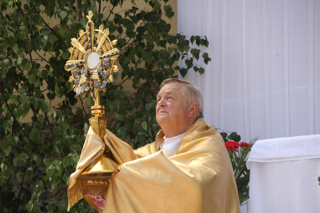 """""""Beze mnie nic uczynić nie możecie"""" –  uroczystość Bożego Ciała w Górowie Iławeckim"""