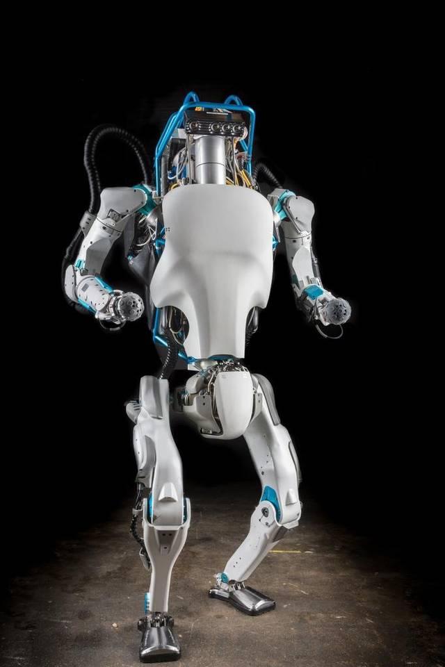 """Ten robot uczy się, jak utrzymać równowagę w """"trudnym terenie"""""""